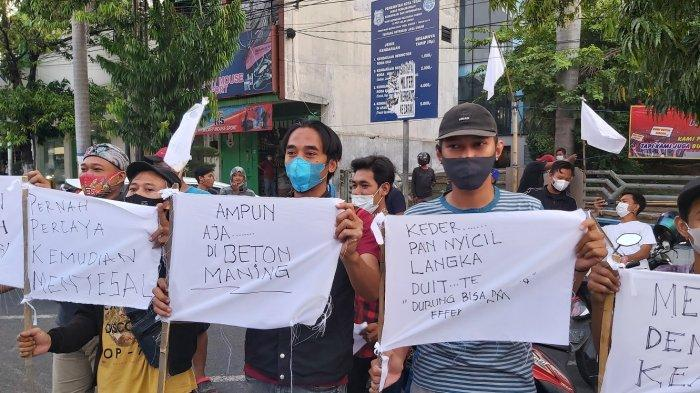 PKL Jalan Ahmad Yani Tegal Kibarkan Bendera Putih, Berharap Ada Solusi Pemerintah
