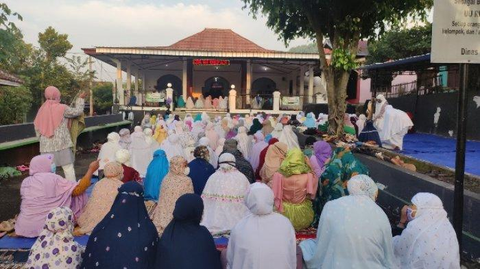 Penganut Islam Aboge Purbalingga Berlebaran Hari Ini, Salat Id Dijaga Ketat Satgas Covid-19