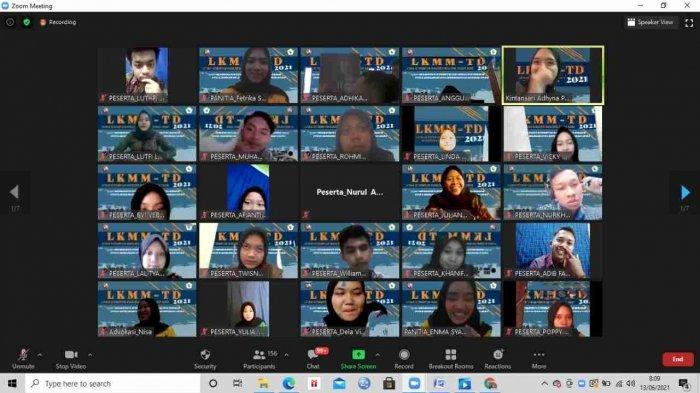 Para Peserta Mengikuti Kegiatan LKMMTD Secara Virtual Melalui Aplikasi Zoom Meeting, Baru-Baru Ini.