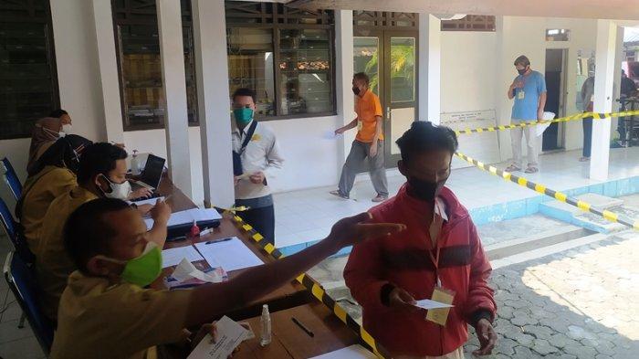 PKL di Karanganyar Dapat Bantuan Rp 300 Ribu