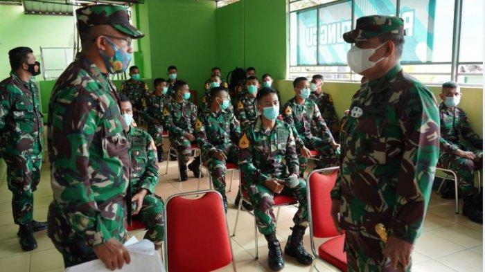 Para prajurit Wijayakusuma saat disuntik vaksin serentak, pada Senin (22/3/2021) di Rumah Sakit Wijayakusuma, Purwokerto.