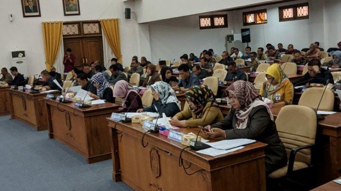 Wakil Bupati Pati Jelaskan 6 Raperda, 1 di Antaranya mengenai Penyetaraan Gaji Kepala Desa
