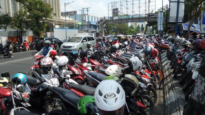 Hotline Semarang: Parkir Liar Itu Sangat Mengganggu