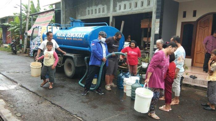 Partai Demokrat Bagi-bagi Sembako dan Air Bersih ke Korban Banjir Kota Semarang