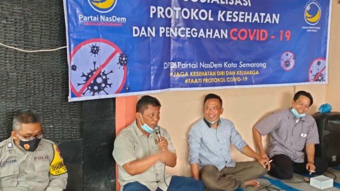 Partai Nasdem Kota Semarang bersama Garda Wanita (Garnita) Jawa Tengah melakukan sosialisasi protokol kesehatan sekaligus memberi bantuan kepada masyarakat perumahan Palir, Kelurahan Podorejo, Kecamatan Ngaliyan, Rabu (17/6/2021).