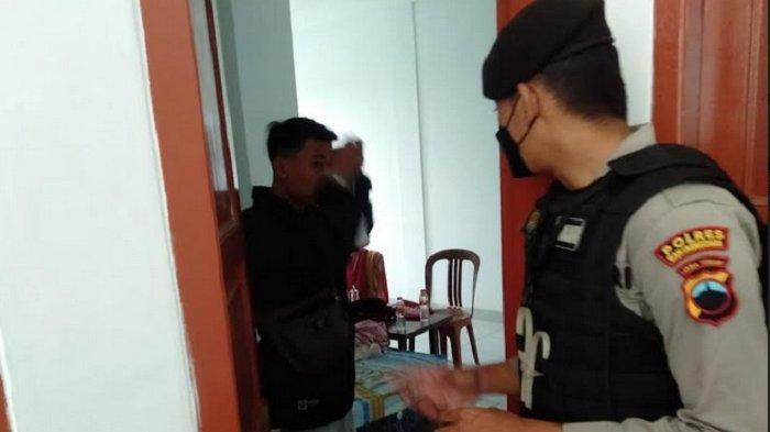 Asyik Ngamar di Hotel Banjarnegara, 5 Pasangan Mesum Ini Kaget Polisi Nunggu di Depan Pintu