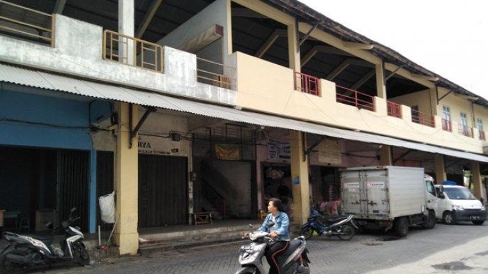 Hotline Semarang : Atap Pasar Dargo Bocor