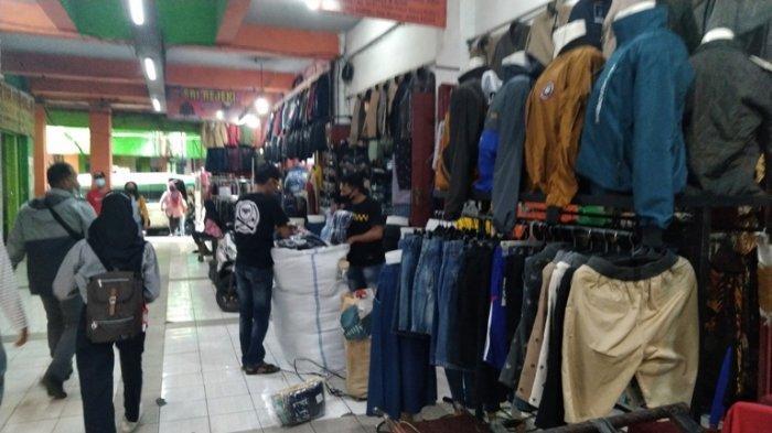 Pedagang Berkeluh Sepi, Bupati Kudus Akan Kaji Pembebasan Sewa Kios Pedagang Pasar Kliwon