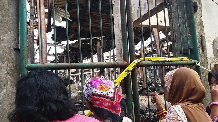Melihat Sisa Kebakaran Pasar Mandiraja Banjarnegara