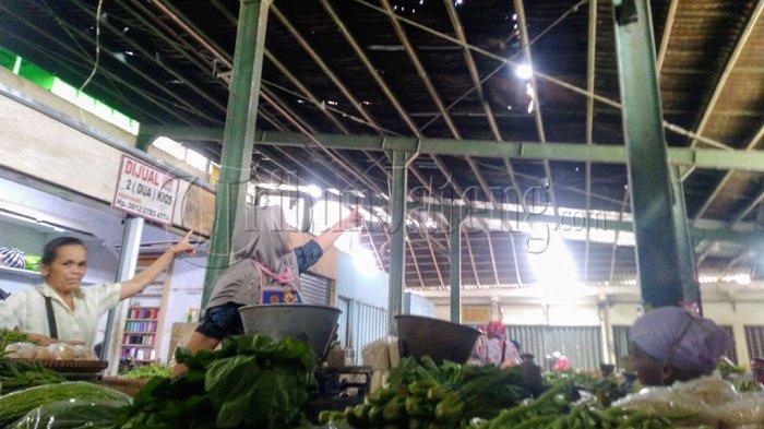 Pedagang Pasar Temanggung Keluhkan Atap Bocor