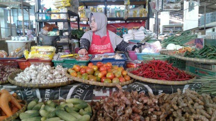Pedagang Pasar Trayeman Slawi Keluhkan Sepi Pembeli Awal Ramadan