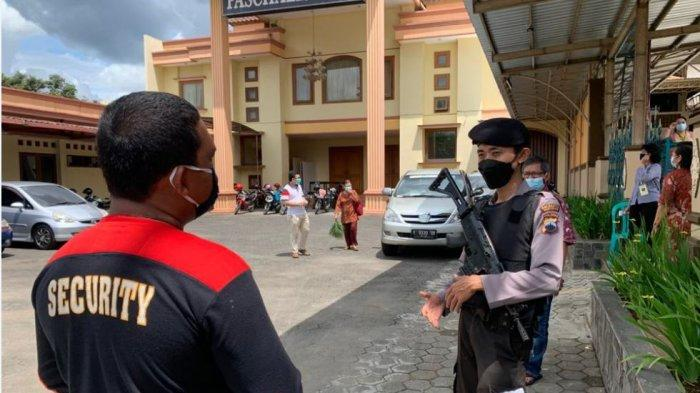 Paska Bom Makassar, Sejumlah Gereja di Purwokerto Dijaga Ketat Polisi Bersenjata Lengkap
