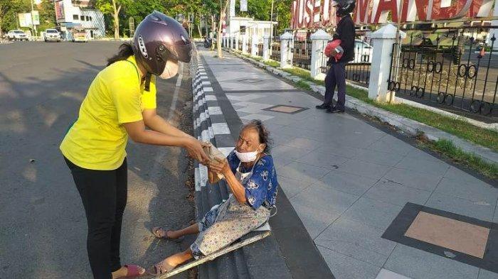 Momen Iduladha, Pasutri Semarang Keliling Kota Bagi Nasbung dan Beri Pesan Nol Diskriminasi