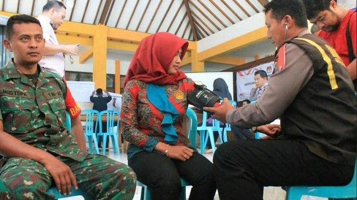 Dokkes Polres Temanggung Periksa Kesehatan PPK dan Petugas Pengamanan Pemilu