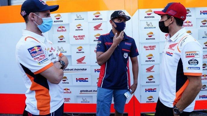 Pebalap MotoGP Marc Marquez dan Pol Espargaro Semangati Mario Aji