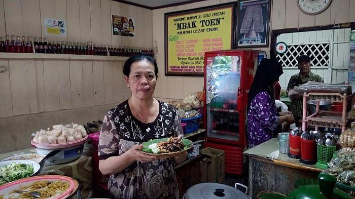 Pecel Keong Mbak Toen, kuliner di Ungaran, Semarang.
