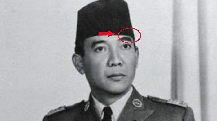 Misteri Kenapa Presiden Soekarno Pakai Peci Miring Terungkap Inilah Alasannya Tribun Jateng