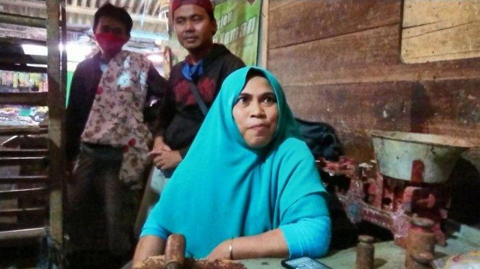 Aksi Buang Tempe di Pasar Moga Picu Protes Pedagang Lain, Suyanti: Daging Ayam Saya Juga Tak Laku