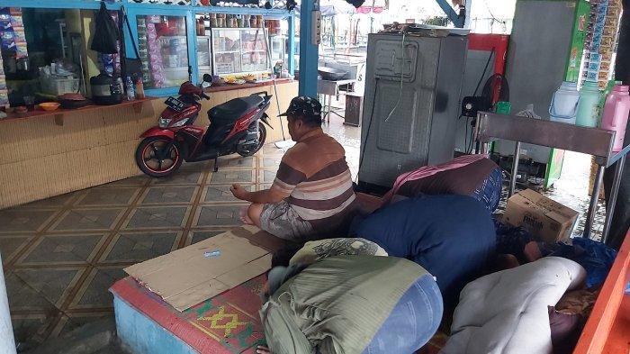 Pedagang PAI Sujud Syukur  saat Tahu Tegal PPKM Level 2, Berharap Pemerintah Kota Tepati Komitmen