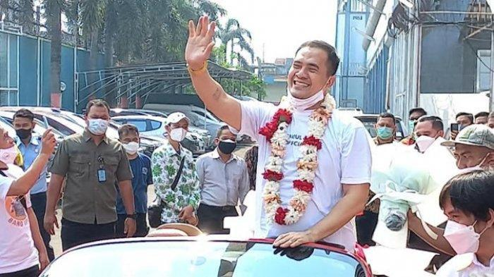 Pedangdut Saipul Jamil akhirnya menghirup udara bebas setelah lima tahun mendekam di dalam penjara atas kasus asusila dan suap panitera dan hakim Pengadilan Negeri Jakarta Utara.