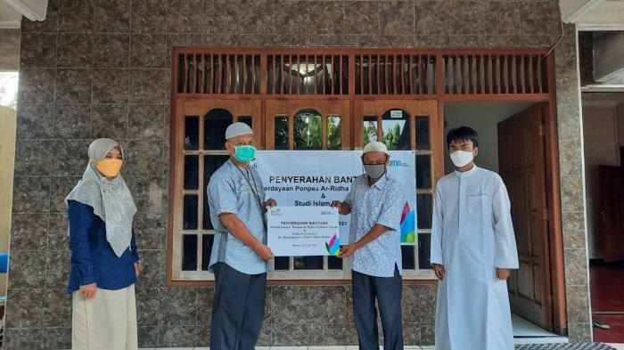 Peduli Pendidikan Santri, Pesantren Ar-Ridha Terima Bantuan PLN