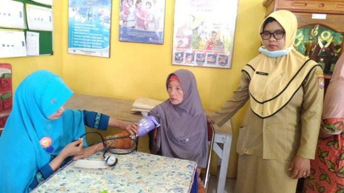HUT ke-74 RI, Pegawai Kantor Kecamatan Gemuh Kabupaten Kendal Gelar Pengobatan Gratis