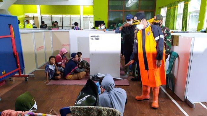 Plt Bupati Kudus Hartopo Tinjau Pengungsian Berstandar Protokol Kesehatan di Desa Jati Wetan
