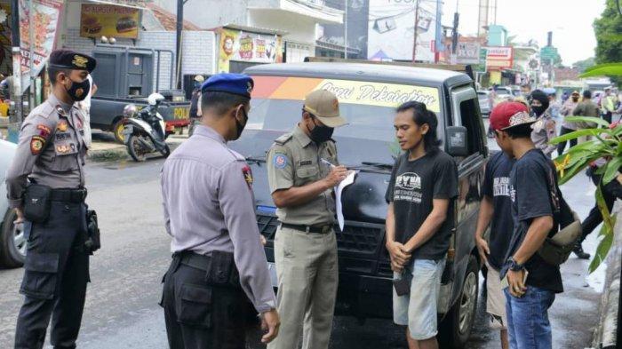 Pelaksanaan operasi yustisi yang digelar petugas gabungan di kawasan Pemkab Batang, beberapa waktu lalu.