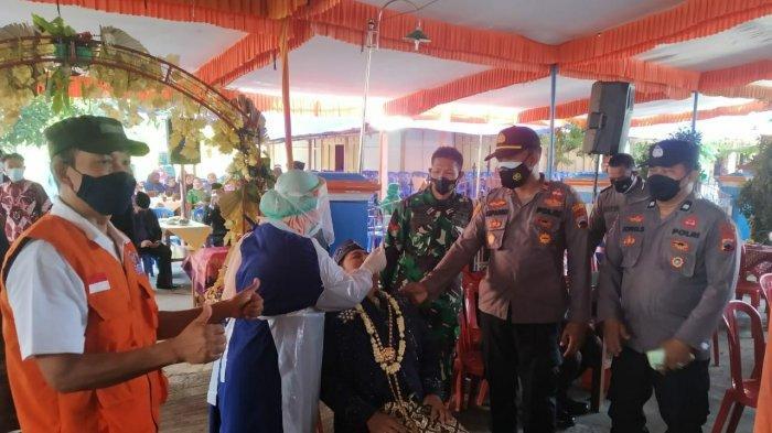 Tak Diundang, Rombongan Polisi dan TNI di Sragen Hadiri Hajatan Warga, Kawal Pelaksanaan Swab Massal