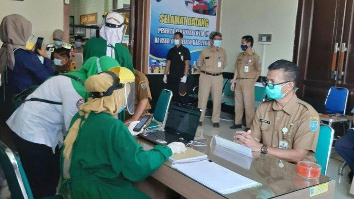 Pelaksanaan vaksinasi Covid-19 tahap pertama di RSUD dr Soeselo Slawi Kabupaten Tegal, Senin (25/1/2021). Sebanyak 888 nakes terdaftar akan mengikuti vaksinasi yang berlangsung selama empat hari mulai 25-28 Januari 2021.