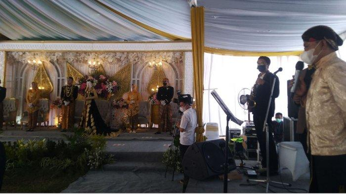 Sejumlah pelaku event yang tergabung di dalam Forum Penyelenggara Event Kendal (Forpek) melakukan simulasi pesta pernikahan di Stadion Madya, Kecamatan Kota Kendal, Selasa (21/9/2021).