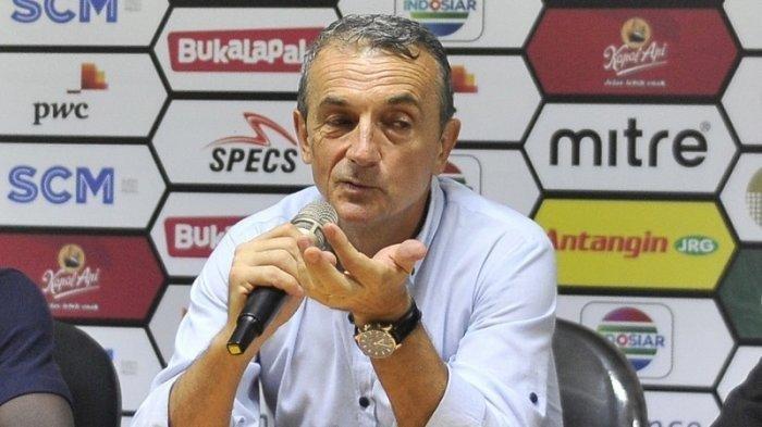 Pelatih PSM Milomir Seslija Memuji Pemain Madura United