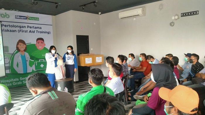 Siloam Hospitals Semarang Adakan CSR Pelatihan P3K untuk Pengemudi Ojol