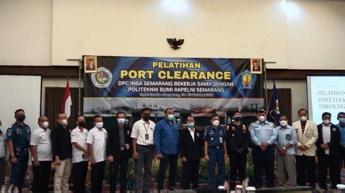 DPC Indonesia National Shipowners Association (INSA) Semarang atau lebih dikenal asosiasi perusahaan pelayaran nasional gelar pelatihan kepada  taruna akademi bidang pelayaran sebelum praktek di Pelabuhan Tanjung Emas Semarang. Pelatihan diselenggarakan di Hotel Grasia Semarang.