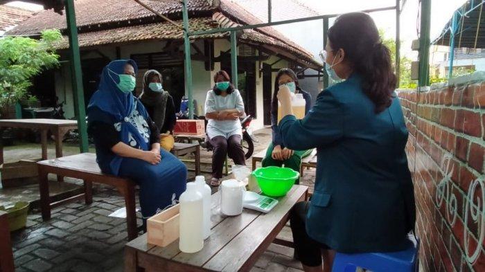 Mahasiswa KKN Undip Semarang Ajak Warga Cuci Tangan Pakai Susu