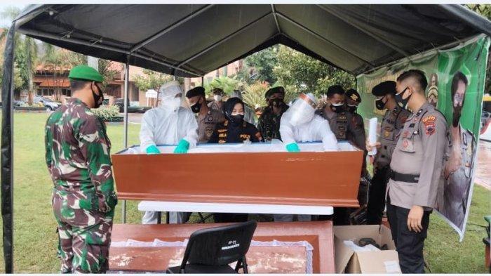 Dokkes Polda Jateng Latih Nakes dan Relawan Pemulasaran Jenazah Covid-19 di Jepara