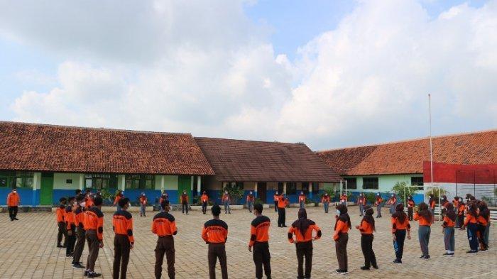 Basarnas Gelar SAR Goes to School di Kampung Laut Cilacap, Siswa Belajar Cara Pertolongan di Air
