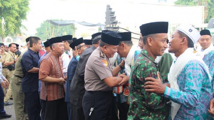 Jemaah Calon Haji Pati Dikawal Voreijders ke Asrama Haji