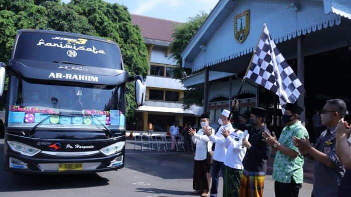 Cegah Penularan Covid-19, Pemkab Kudus Antar 26 Santri Menggunakan Bus