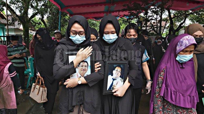 Pemakaman Captain Didik Gunardi Korban Sriwijaya Air Disambut Hujan Deras, Suara Tangisan Bersahutan