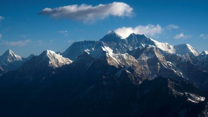Pemandangan Gunung Everest dan pegunungan Himalaya.