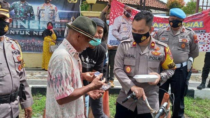 Peringati Hari Pers Nasional, Wartawan Slawi Bagikan 750 Masker dan 75 Nasi Ponggol