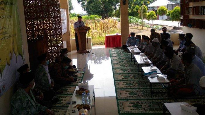 Program pemberantasan buta huruf Al Quran dengan mengajarkan keterampilan mengaji bagi warga binaan Lapas Terbuka Kelas IIA Kendal, Jumat (12/3/2021).