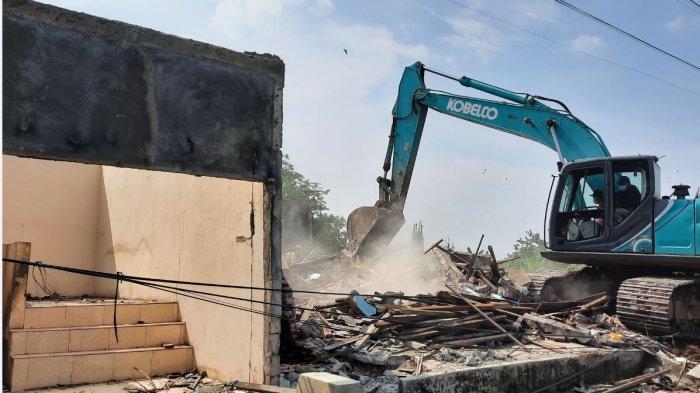 Satpol PP Kota Semarang Rampungkan Pembongkaran Bangunan Liar Bantaran Kali Es