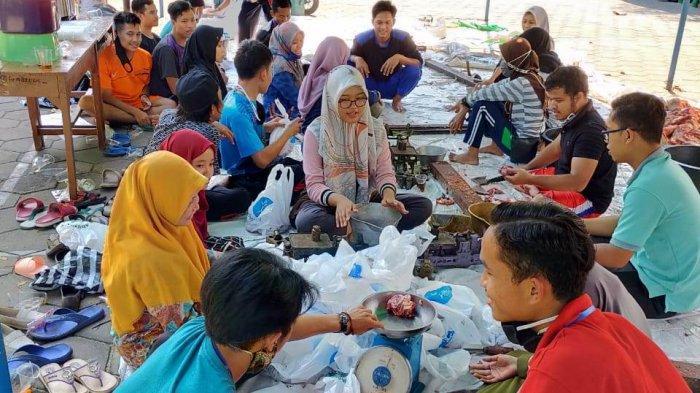 Panitia Kurban Masjid Agung Demak Bagikan 2.000 Bungkus Daging