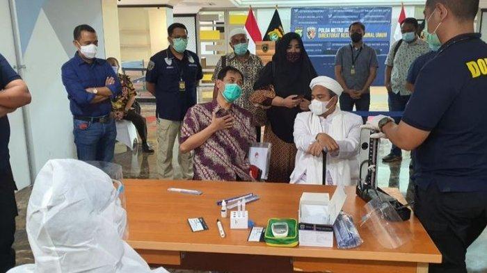 Rizieq Shihab Jalani Tes Swab Sebelum Diperiksa Polisi, Hasilnya Negatif Covid-19