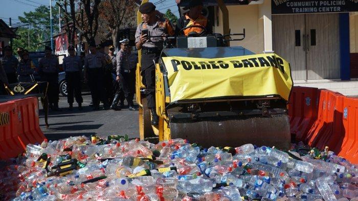 Ratusan Botol Ciu Disita Polisi Saat Operasi Cipkon di Alun-Alun Batang, Hendak Dikirim ke Brebes