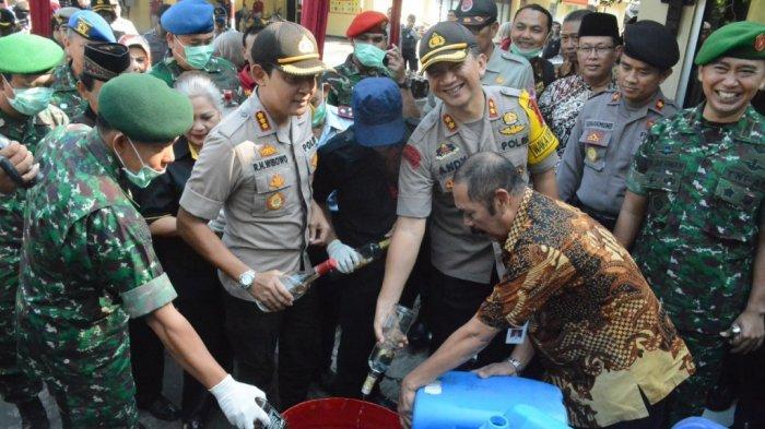 Hasil Sitaan Selama Sebulan, 1.005 Liter Ciu Dimusnahkan di Mapolresta Surakarta
