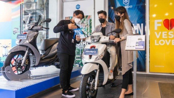 Penampakan produk terbaru Piaggio Vespa di Dealer Resmi Piaggio yang ada di Jalan Kompol Maksum 314C, Peterongan, Kota Semarang, Senin (11/10/2021).
