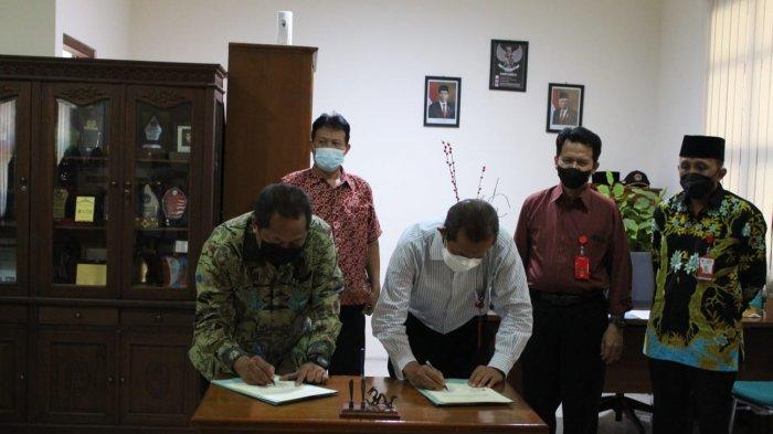 Rektor Universitas Ivet Tanda Tangani Perjanjian Kerjasama dengan 2 Sekolah di Demak